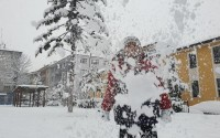 Çanakkale ve Kırklareli'de okullar kar yağışı nedeniyle pazartesi günü tatil edildi..